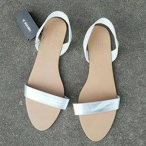 Strapped sandels